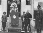 Verslaggever kondigt de toespraak van Goering aan