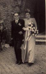 Sjaak en Co Noordhuizen verlaten de kerk in Breda.